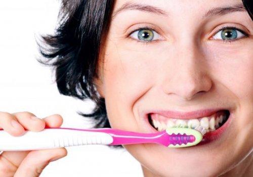 Escovar ou não escovar a língua?