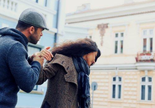 3 razões pelas quais as pessoas ficam em relacionamentos abusivos.