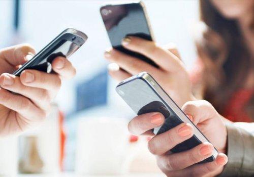 Quer que seu filho diminua o tempo de tela? Guarde o seu telefone, sugere o estudo.
